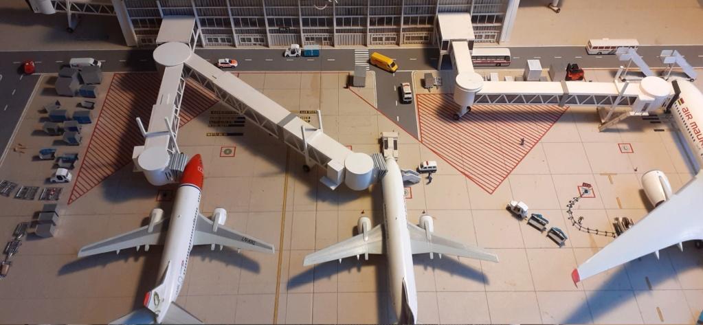 Réalisation de la maquette 1/144 d' un aéroport international (scratch) - Page 20 20201117