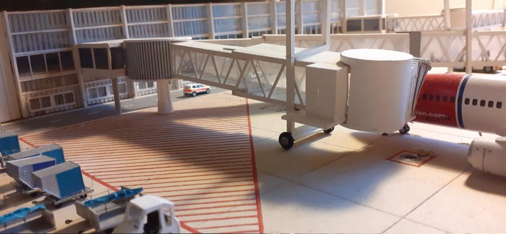 Réalisation de la maquette 1/144 d' un aéroport international (scratch) - Page 20 20201120
