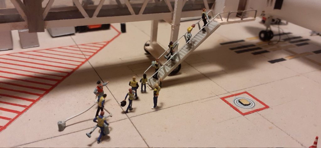 Réalisation de la maquette 1/144 d' un aéroport international (scratch) - Page 20 20201159