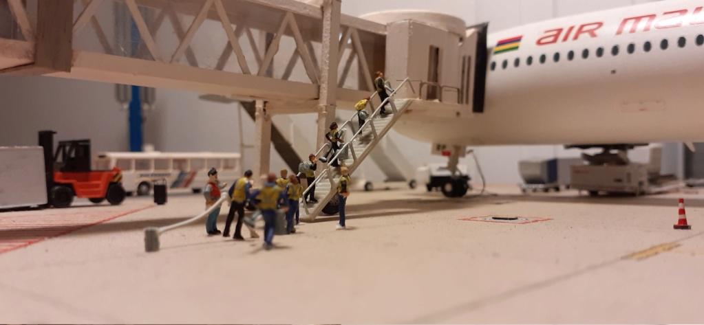 Réalisation de la maquette 1/144 d' un aéroport international (scratch) - Page 20 20201160