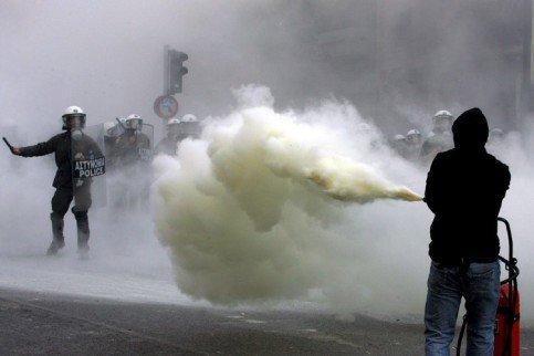 Griechenland nahe am Krieg.... 26120610