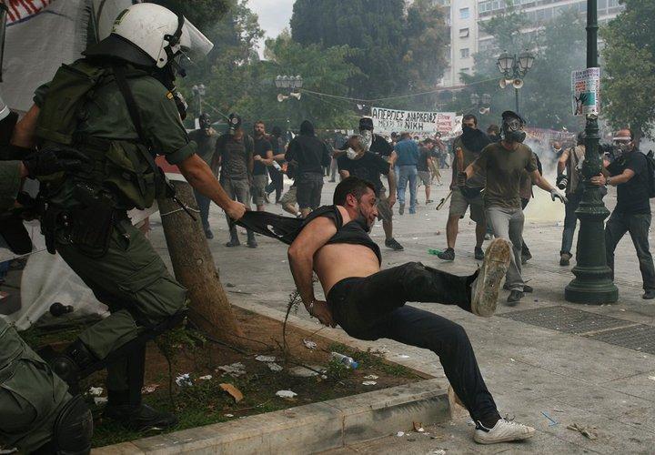 Griechenland nahe am Krieg.... 26155110