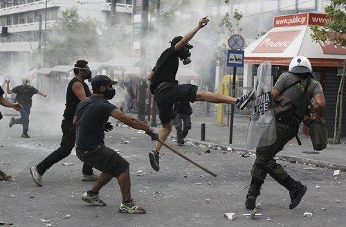 Griechenland nahe am Krieg.... 26160010