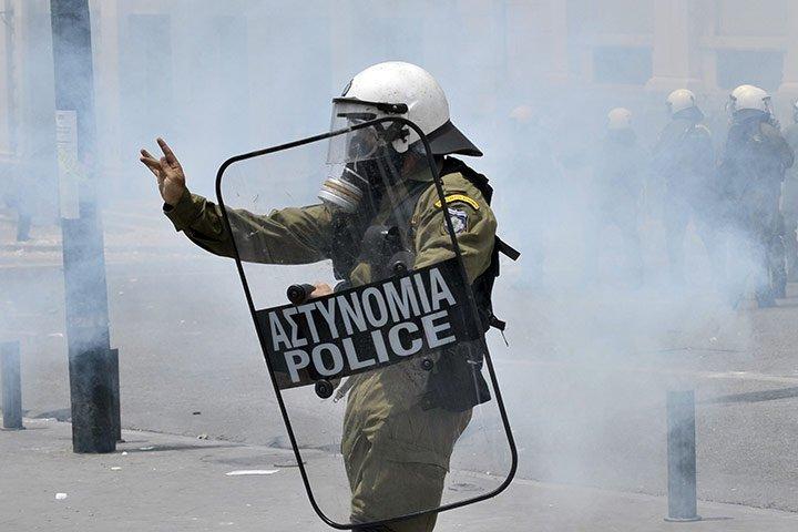 Griechenland nahe am Krieg.... 26194310