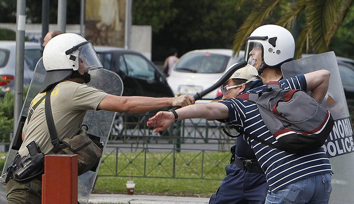 Griechenland nahe am Krieg.... 26462710