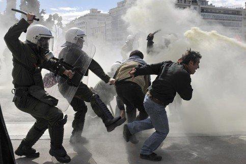 Griechenland nahe am Krieg.... 26483810