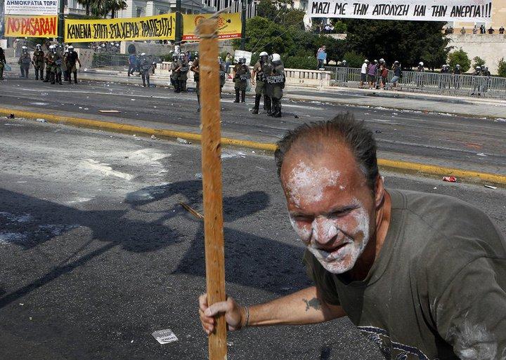 Griechenland nahe am Krieg.... 26766910