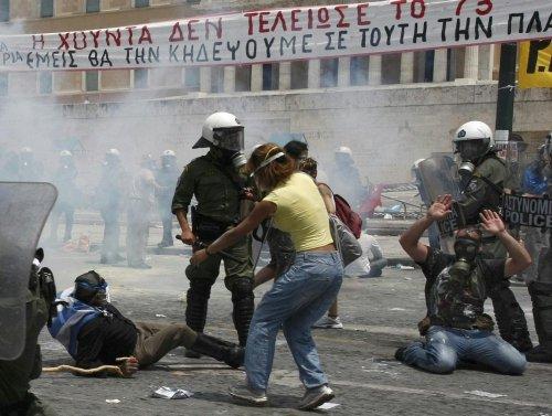 Griechenland nahe am Krieg.... 26915810