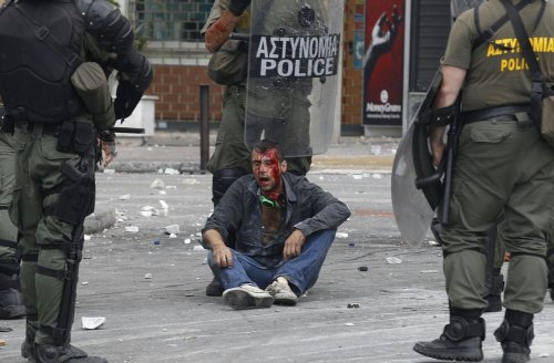 Griechenland nahe am Krieg.... 26971910