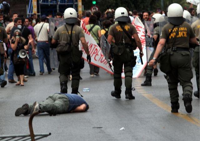 Griechenland nahe am Krieg.... 27115910