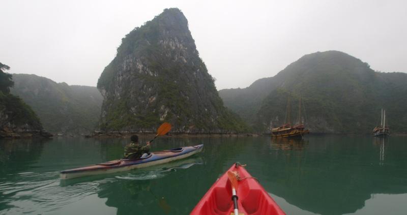 Vietnam... La Baie d'Halong... en Kayak P1187411