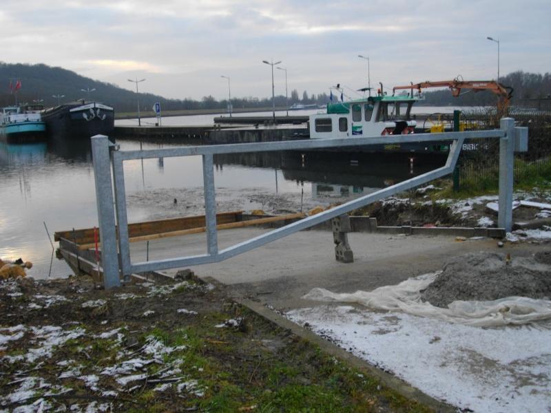 Barrière mise à l'eau ecluse port de Thionville  Imgp2410