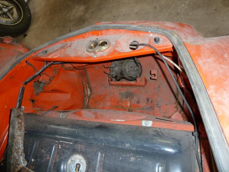 denis du bas rhin et sa Karmann Ghia de 73 sortie de grange - Page 4 P1010011