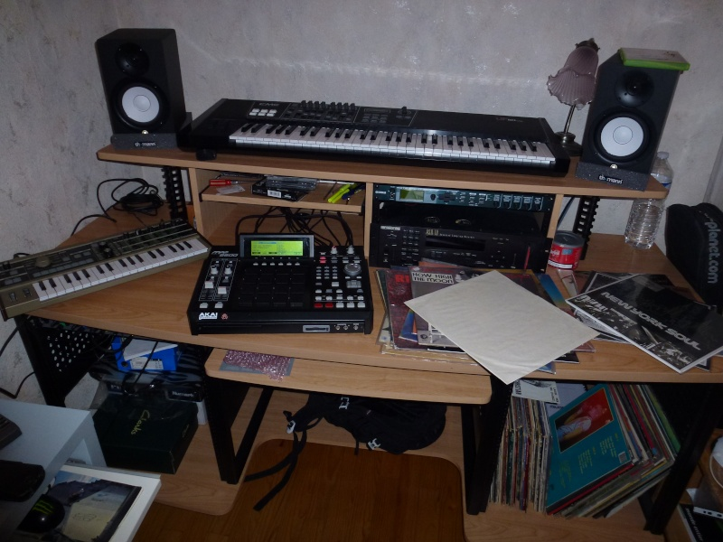 Photos de votre home studio - Page 15 P1000121