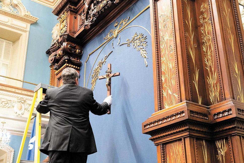PÉTITION pour sauver le Crucifix à l'Assemblée Nationale du Québec ! - Page 2 03280210