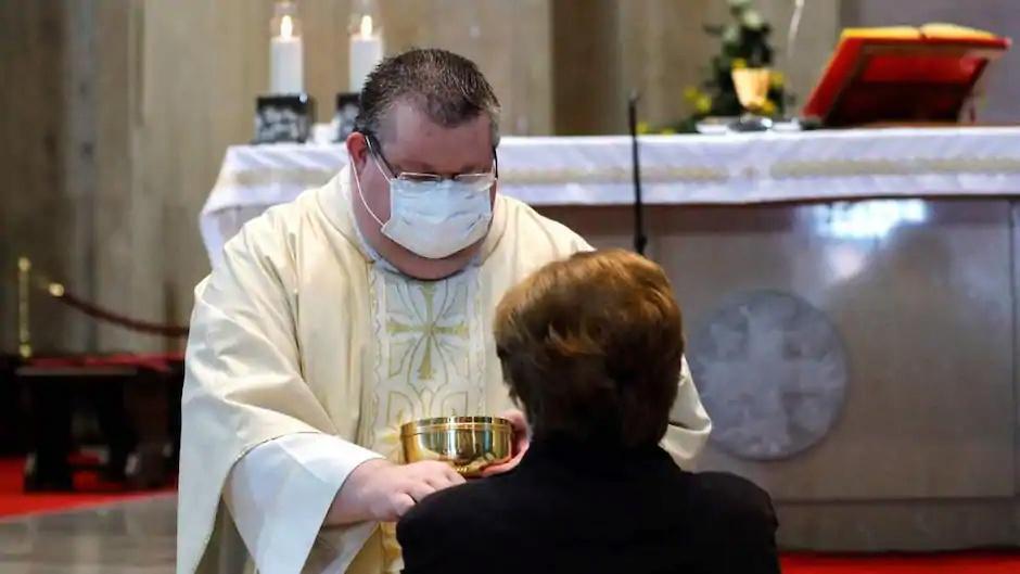 """THE REMNANT : """"Bientôt il ne sera plus possible d'entrer dans une église sans être vacciné"""" ! 0787b010"""