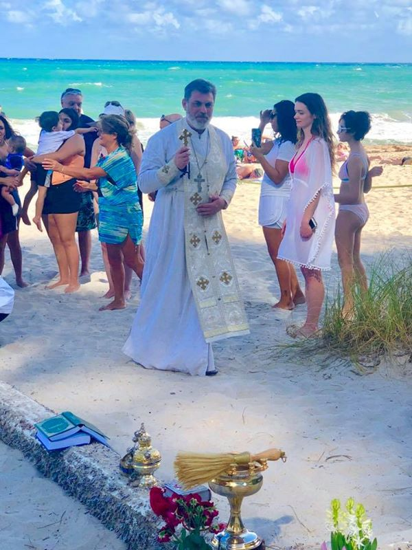 Une mystérieuse Croix de bois sur une plage de Floride  51567710