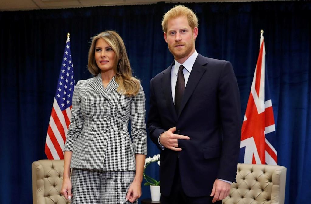 Emmanuel Macron et le Prince Harry font très nettement le Signe du Cornu ! 5_mela10