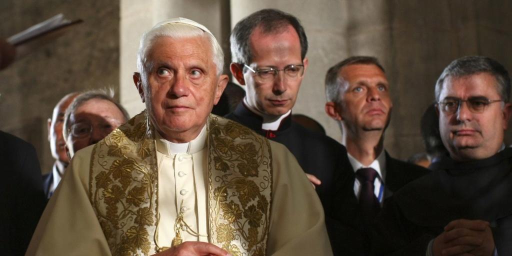 DERNIÈRE HEURE : Benoît XVI appelle le Pape François à ne pas ordonner d'hommes mariés ! 5e1dbd10