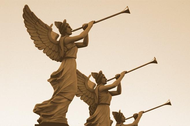CARBONIA - Les Trompettes des Anges Célestes avertissent l'humanité que bientôt le Roi des Rois desc 69081910