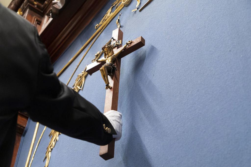 PÉTITION pour sauver le Crucifix à l'Assemblée Nationale du Québec ! - Page 2 9b61d410