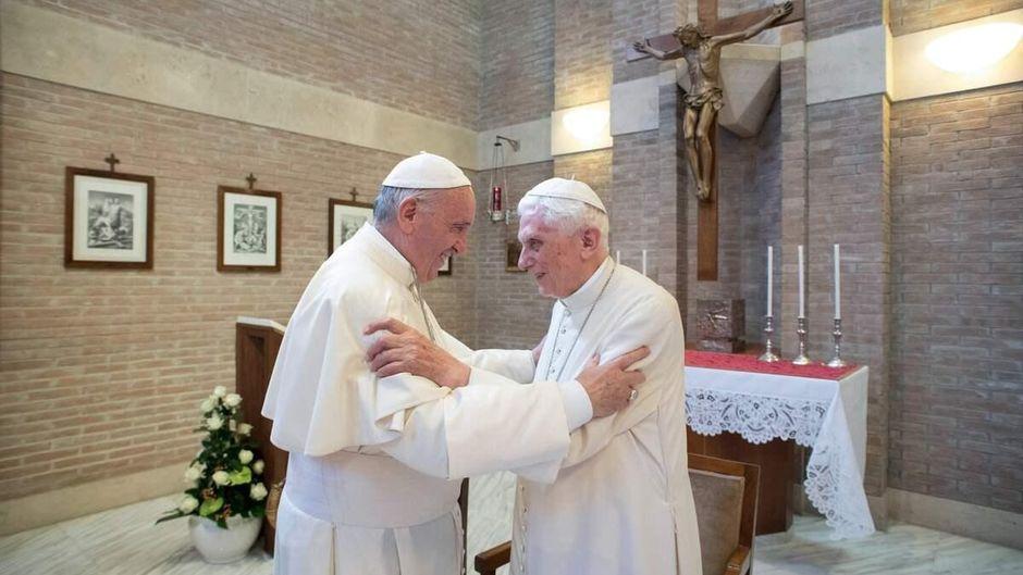 DERNIÈRE HEURE : Benoît XVI appelle le Pape François à ne pas ordonner d'hommes mariés ! 9b682a10