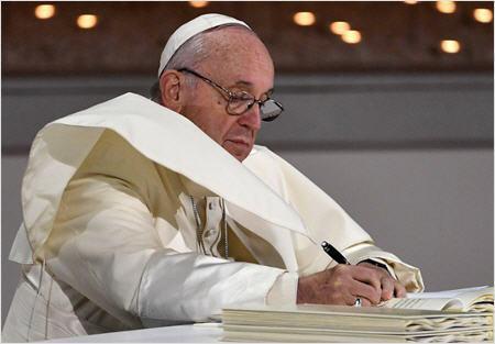 Le Pape aux Émirats : En route vers l'Unique Religion Mondiale ! Abou-d10
