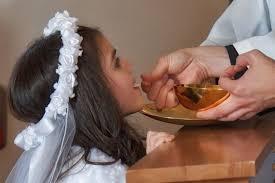 Medjugorje, seule la Communion dans la bouche est autorisée, et Non dans la main Images21