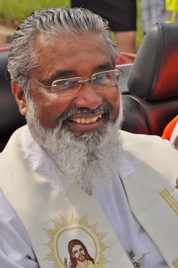 Une retraite en vidéos avec le Père James Manjackal ! James-11