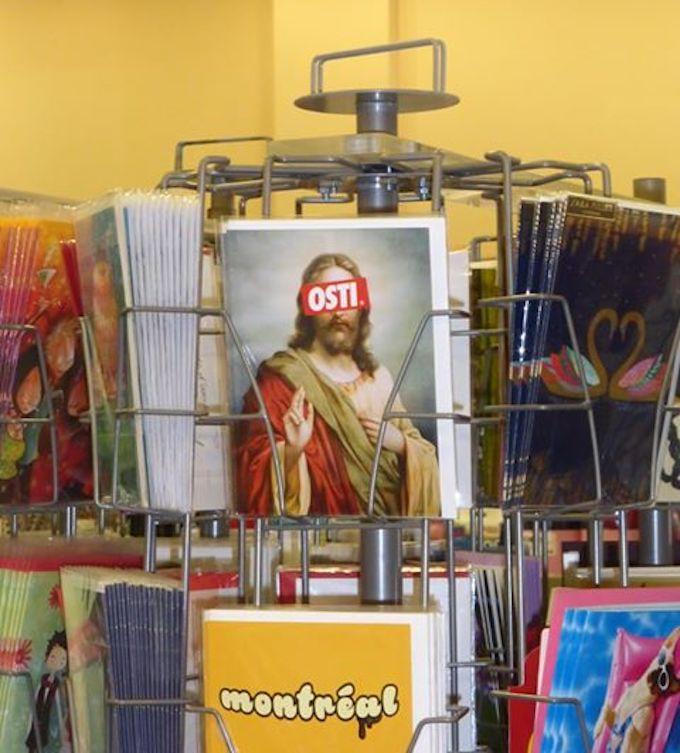 QUÉBEC : Blasphème contre le Christ sur des cartes postales ! Osti-111
