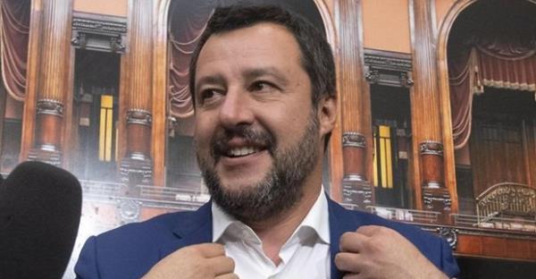 """Matteo Salvini réintroduit """"Père"""" et """"Mère"""" sur les formulaires officiels en Italie ! Safe_i12"""