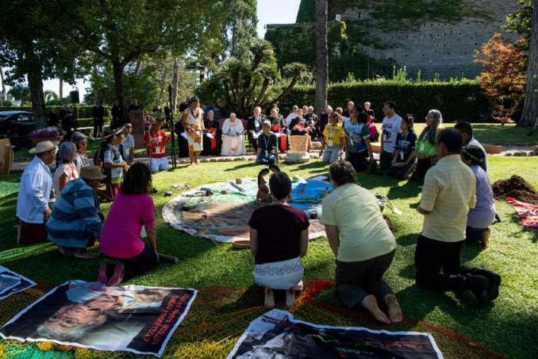SONDAGE : Rituel écologique païen dans les Jardins du Vatican sous les yeux du Pape François ! Sans-120