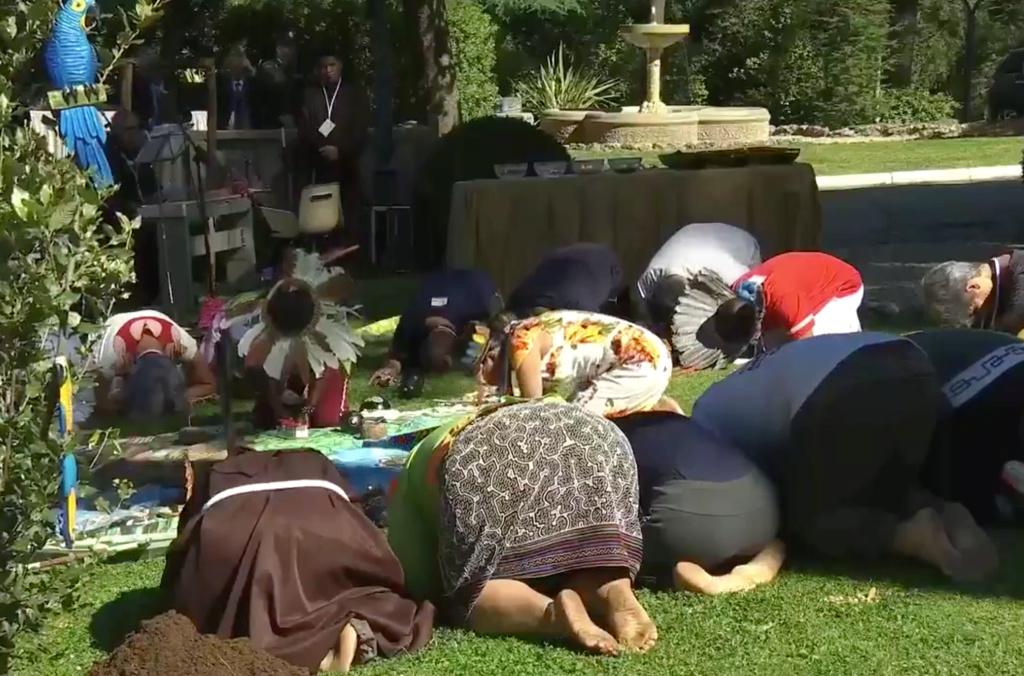 SONDAGE : Rituel écologique païen dans les Jardins du Vatican sous les yeux du Pape François ! Sans-126