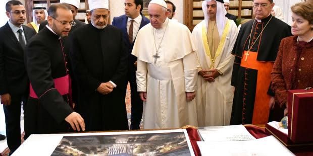 Le Pape aux Émirats : En route vers l'Unique Religion Mondiale ! - Page 4 Sans-219