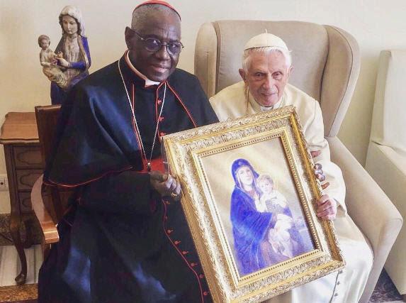 DERNIÈRE HEURE : Benoît XVI appelle le Pape François à ne pas ordonner d'hommes mariés ! Sans-252