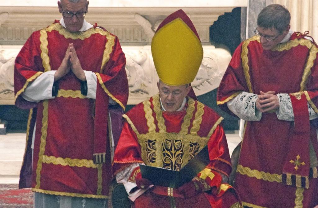 SONDAGE : Rituel écologique païen dans les Jardins du Vatican sous les yeux du Pape François ! - Page 8 Sans-339