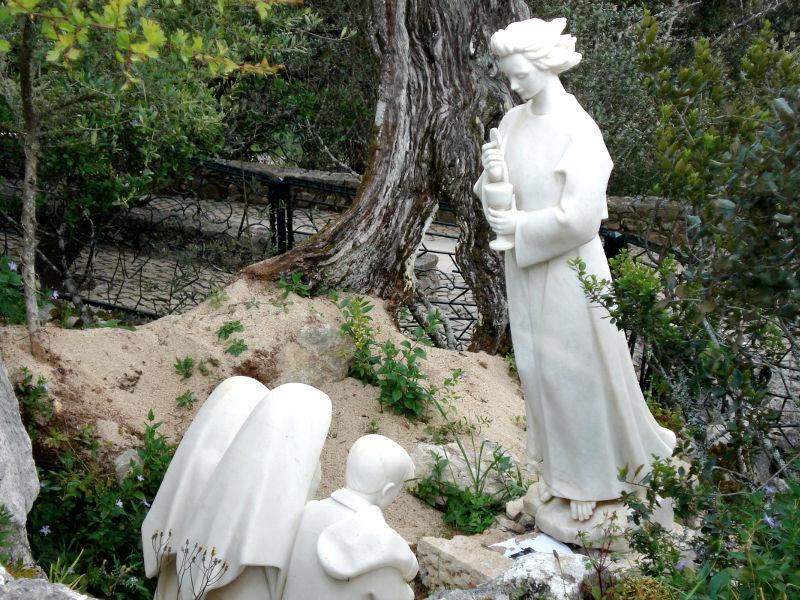 Les trois Apparitions de l'Ange de Fatima en 1916 ! Statue10