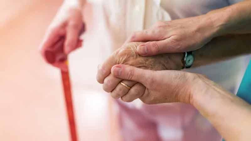 ROYAUME-UNI : Les soignants démissionnent en masse suite à l'ordre de se faire vacciner ! Unnam761