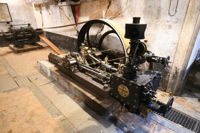 MACHINE A VAPEUR DES FORTS BELGES DE LA MEUSE EN 1914 - Page 13 7081011