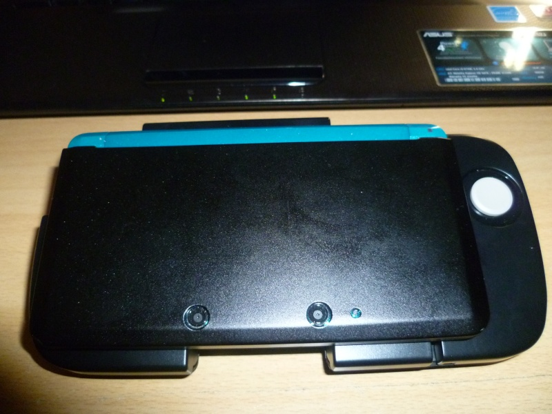 [Jeux/Accessoire]   RESIDENT EVIL Revelation 3DS+circle pad. P1020114