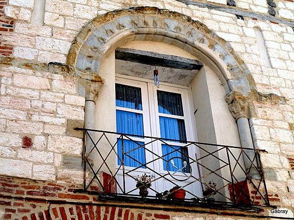 Des fenêtres d'hier et d'aujourd'hui. J02--p10