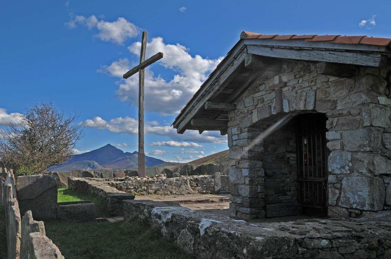 Chapelle du mont du calvaire  Pays Basque Chapel10