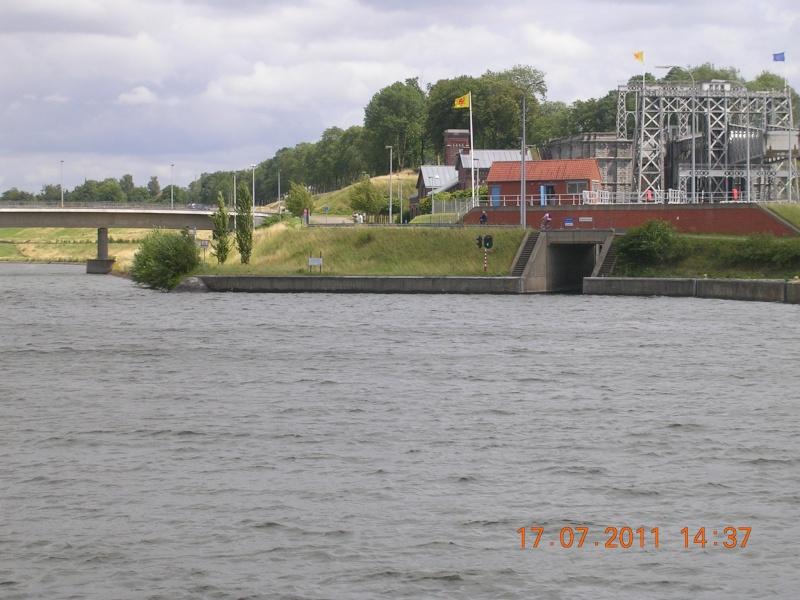 Visite du Canal du Centre historique le dimanche 17 juillet - Page 20 Photo265