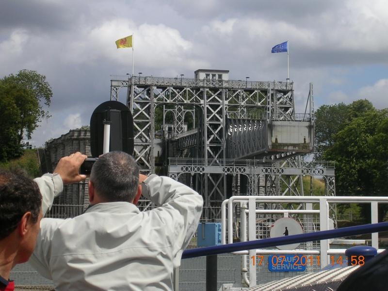 Visite du Canal du Centre historique le dimanche 17 juillet - Page 20 Photo274