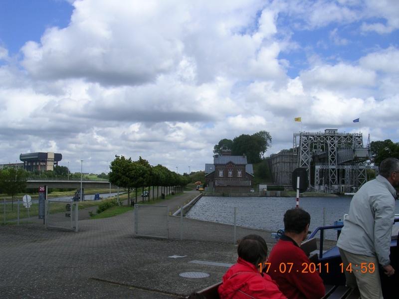 Visite du Canal du Centre historique le dimanche 17 juillet - Page 20 Photo277