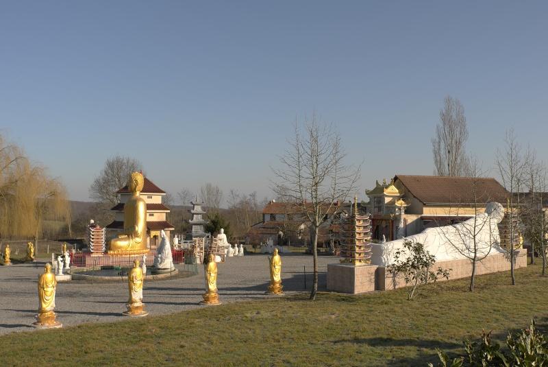 Photographie : La pagode de Noyant d'Allier L1046710