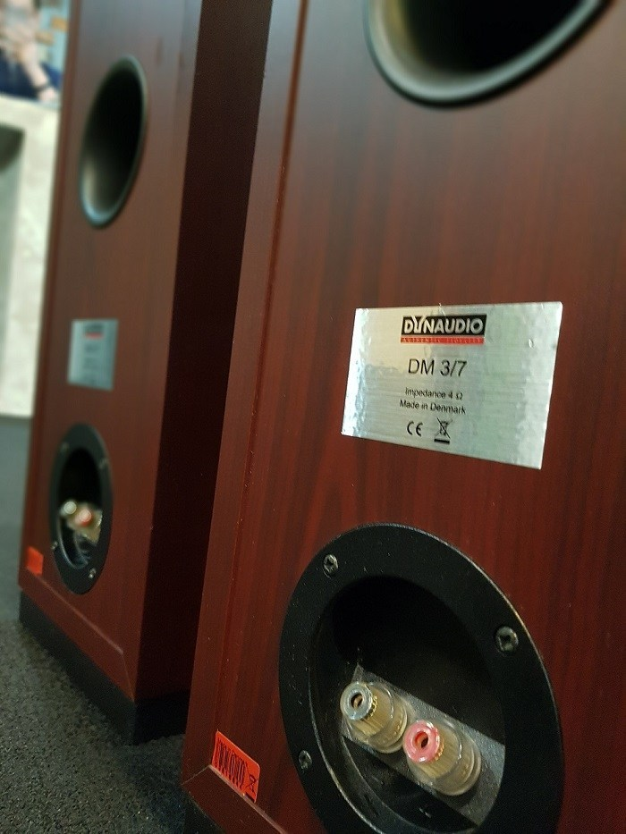 Dynaudio DM 3/7 floorstand Speaker Dynaud12