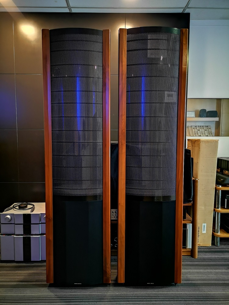 Martin Logan the quest Z speakers  (used) Img_2014