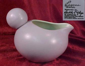 Is this pattern Laguna d434 designed by Dorothy Thorpe for Crown Lynn? Laguna11