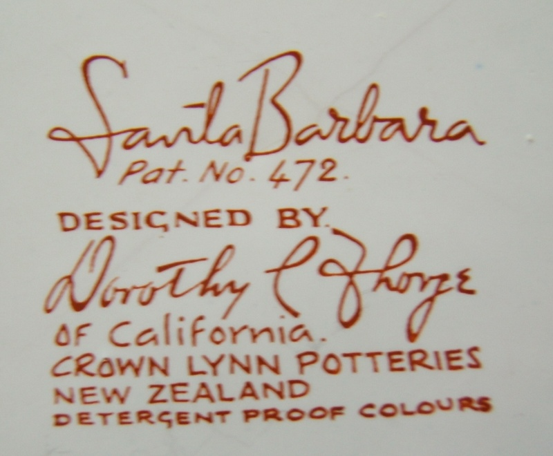 Is this pattern Laguna d434 designed by Dorothy Thorpe for Crown Lynn? Santa_11